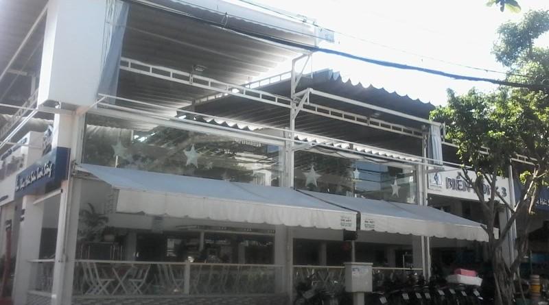 mái hiên nhà hàng biển đông 3
