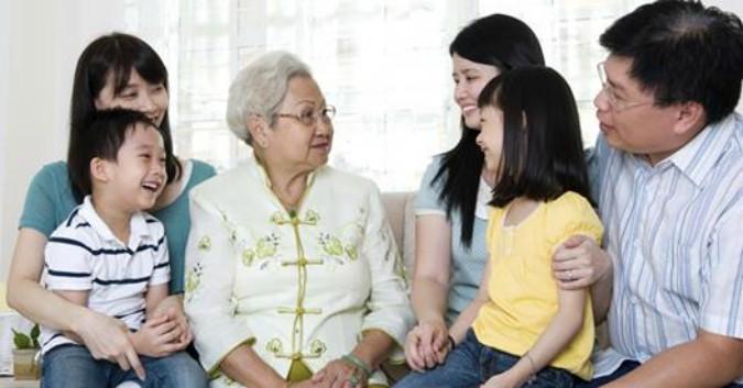Văn hóa truyền thống Trung Quốc quan niệm lòng hiếu thảo là gốc của mọi đức hạnh và dạy rằng lòng hiếu thảo bắt đầu từ cha mẹ trong gia đình, mở rộng đến người trị vì, từ đó đem lại bình yên và hòa hợp trên thế giới.