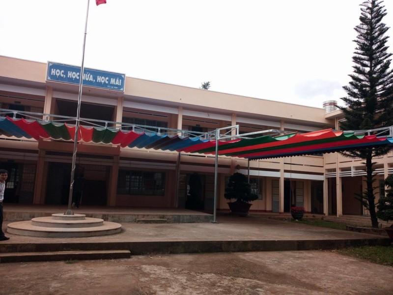 Lắp đặt mái che bạt lùa Trường THPT THĂNG LONG